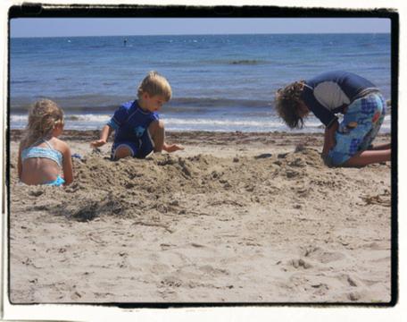 Quiet sandplay…